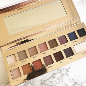 Naturally Pretty Matte Luxe Transforming Eyeshadow